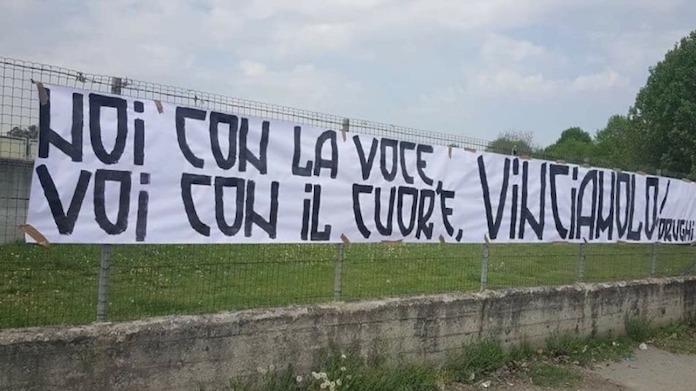 Qui Juve - Contestazione a Vinovo, faccia a faccia tra tifosi e giocatori