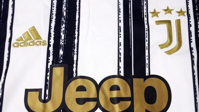 La nuova maglia della Juventus: tornano le strisce bianconere, logo dorato